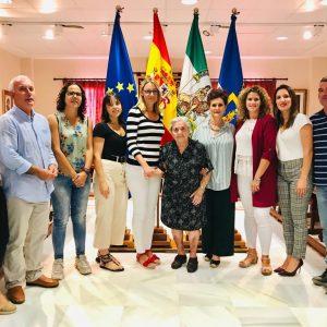 Purificación Fernández Romero homenajeada en el día de las personas de edad por ser la mujer más mayor de Chipiona a sus casi 102 años