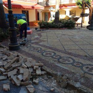 El Ayuntamiento inicia el arreglo de desperfectos en la Plaza Pío XII a través del Plan Invierte de Diputación