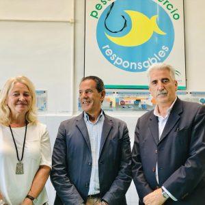 El Director de la Agencia Pública de Puertos visita la lonja para comprobar los arreglos realizados en la fábrica de hielo y las cámaras frigoríficas
