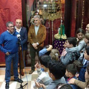 La Hermandad del Cautivo inaugura su Belén y presenta a Juan Antonio Rivera como Cartero Real