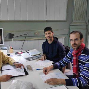 Cultura del Ayuntamiento de Chipiona deposita en la Delegación Territorial de la Junta un hacha neolítica