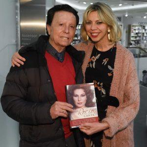Crónica de la revista Hola sobre la presentación en Madrid del libro Canta Rocío,canta de Marina Bernal