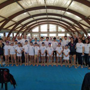 El Club Natación Caepionis se presenta oficialmente con una exhibición de sus jóvenes nadadores