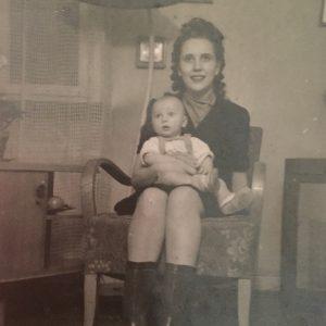 Familiares de un bebé robado en 1948 ponen en marcha una campaña para averiguar qué pasó con él