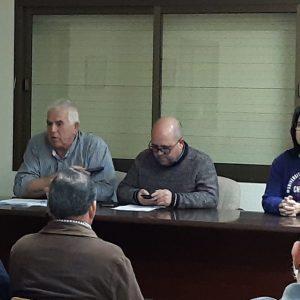 Agricultores de la zona participan en una reunión informativa sobre la manifestación del jueves en Algeciras