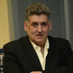 Miguel Gallardo entrevistado en Radio Chipiona como editor de  `´Cómo llora sevilla´ del Padre Ramón Cué,el libro