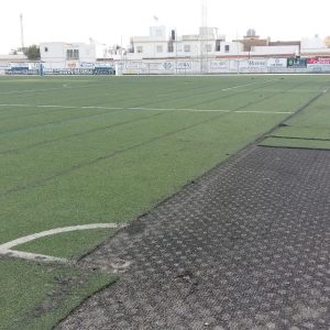 Comienza la sustitución del nuevo césped artificial del campo municipal Gutiérrez Amérigo