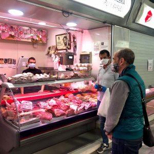 Reparto de mascarillas entre los detallistas de los mercados de abastos de Cádiz