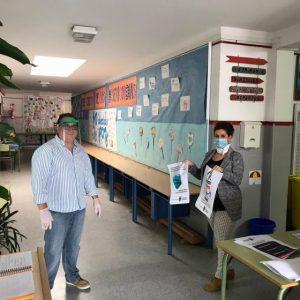 Isabel María Fernández supervisa en los colegios los preparativos para la reapertura del lunes