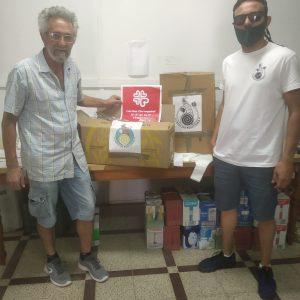 Chipiona Reacciona entrega mascarillas TNT y una cantidad económica a Cáritas