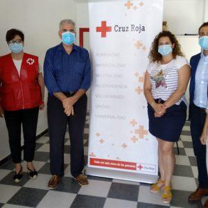 Clece y sus empleadas entregan más de 700 kilos de alimentos con destino a Cruz Roja