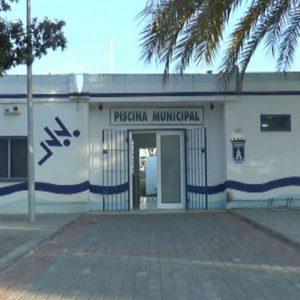 El gobierno municipal de Chipiona estudia opciones para reabrir cuanto antes la piscina municipal