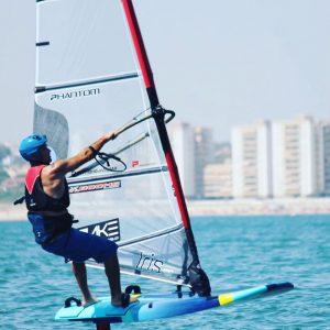 El regatista del CAND Chipiona Martínez del Cerro se alza con Campeonato de Andalucía de Windsurf Open Foil