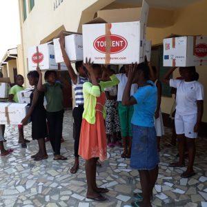 Madre Coraje reanuda sus envíos humanitarios cargando un contenedor con 8.600 kilos de materiales hacia Mozambique