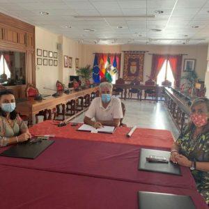 El alcalde de Chipiona mantiene un encuentro con Cruz Roja en el que es presentada la nueva delegada local
