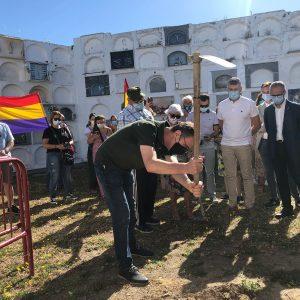 Comienza la exhumación de represaliados sepultados en fosas del cementerio de Jimena