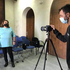 El servicio de vídeo de Diputación realiza un vídeo sobre el taller de mujeres de Radio Chipiona, premio feminismo rural 2020