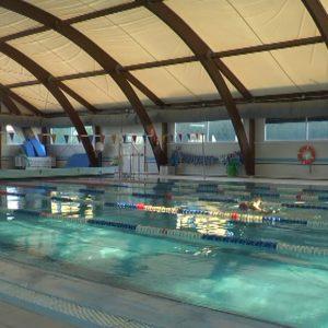 Firmado el contrato de gestión de la piscina municipal de Chipiona que permitirá su reapertura próximamente