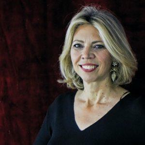La periodista Marina Bernal publica 'Anónimos Infinitos 2' tras el éxito de 'Anónimos Infinitos'