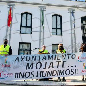 Una concentración convocada por Acitur reclama al Ayuntamiento de Chipiona ayudas y exenciones de impuestos por la pandemia