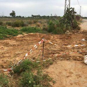Vecinos y agricultores de la  Hijuela de María hasta el gorro de las continuas averías de la red de Comunidad de Regantes que tienen destrozado el camino