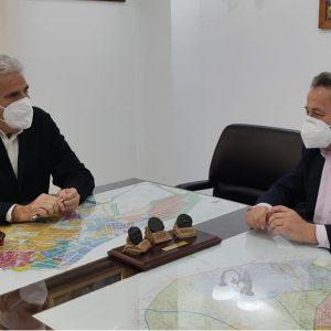 El alcalde de Chipiona da la bienvenida a Carrefour a localidad ante la adaptación en breve de la tienda Supersol que adquirió