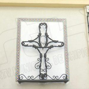 Las cruces de mayo de Chipiona se engalanan para otro año en el que la pandemia no permitirá actos públicos en la celebración