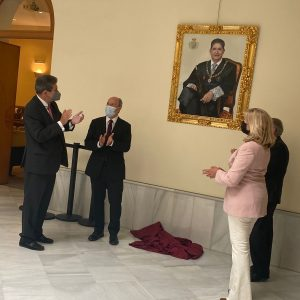 Presentado el retrato oficial del decano emérito del Colegio de abogados de Sevilla José Joaquín Gallardo Rodríguez