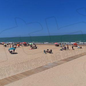 Arranca la temporada alta en las playas de Chipiona en lo que será el segundo verano con medidas preventivas por la pandemia