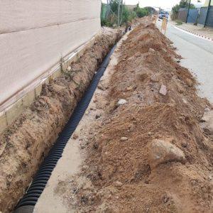 Comienzan las canalizaciones de las obras de drenaje en el camino de Los Rizos