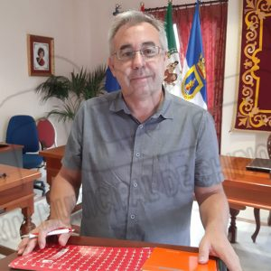 Pepe Mellado anuncia el inminente inicio de las obras que renovarán integralmente la calle El Barrio