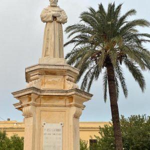 """Manuel Echegoyán, el autor """"desconocido"""" de la escultura monumental del Padre José Lerchundi represaliado por el franquismo"""