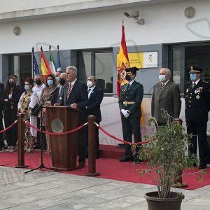 El Ayuntamiento de Chipiona y la Guardia Civil homenajean a la Bandera de España en el Día de la Hispanidad